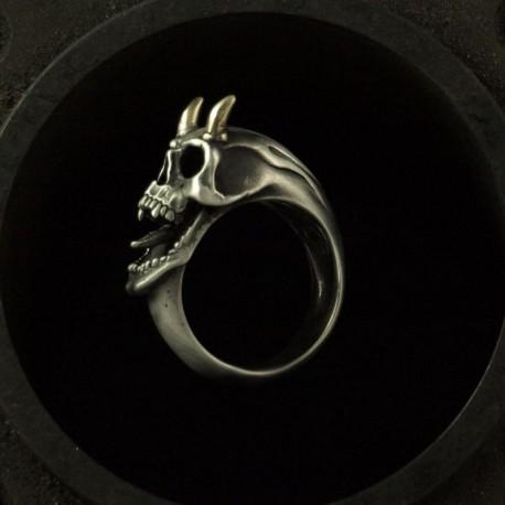 Totenkopfring mit Hörnern aus Gold. Außergewöhnlich, exklusiv. Silber Biker Ring als Bikerschmuck und Rocker Schmuck
