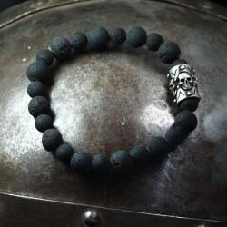 Lava Armband - Lavakugeln mit massivem Element mit 4 kleinen Totenköpfen. 935 Silber. Totenkopfarmband Bikerschmuck