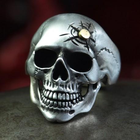 Omega HeadShot - klassischer anatomisch korrekter Totenkopf Ring mit Kopfschuss! Silber Ring Bikerschmuck Rocker Schmuck