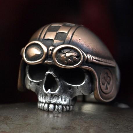 Silber Totenkopfring mit Helm und Geschichte. Anatomisch korrekt, speziell. Biker Ring, Bikerschmuck, Skull
