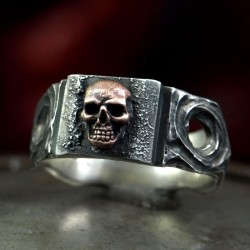 Skullinger - Bandring with small skull. Decently striking. Skull Ring as Biker Jewelry and Rocker Jewelry